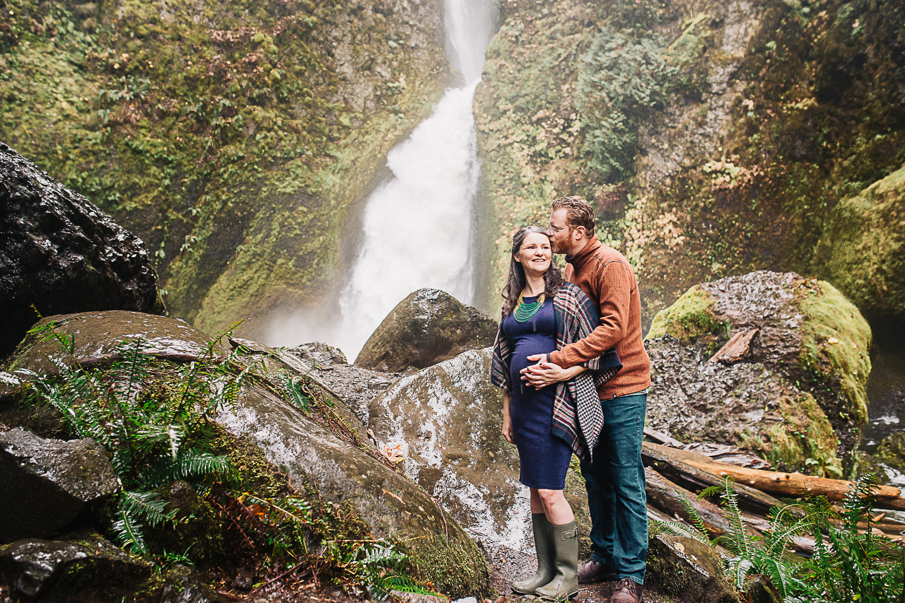 wahclella-falls-maternity-session-oregon-erin-elizabeth-photography