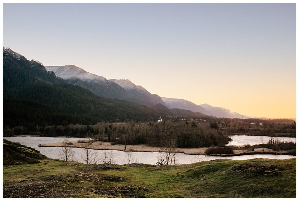 COLUMBIA-GORGE-winter-sunset-government-cove