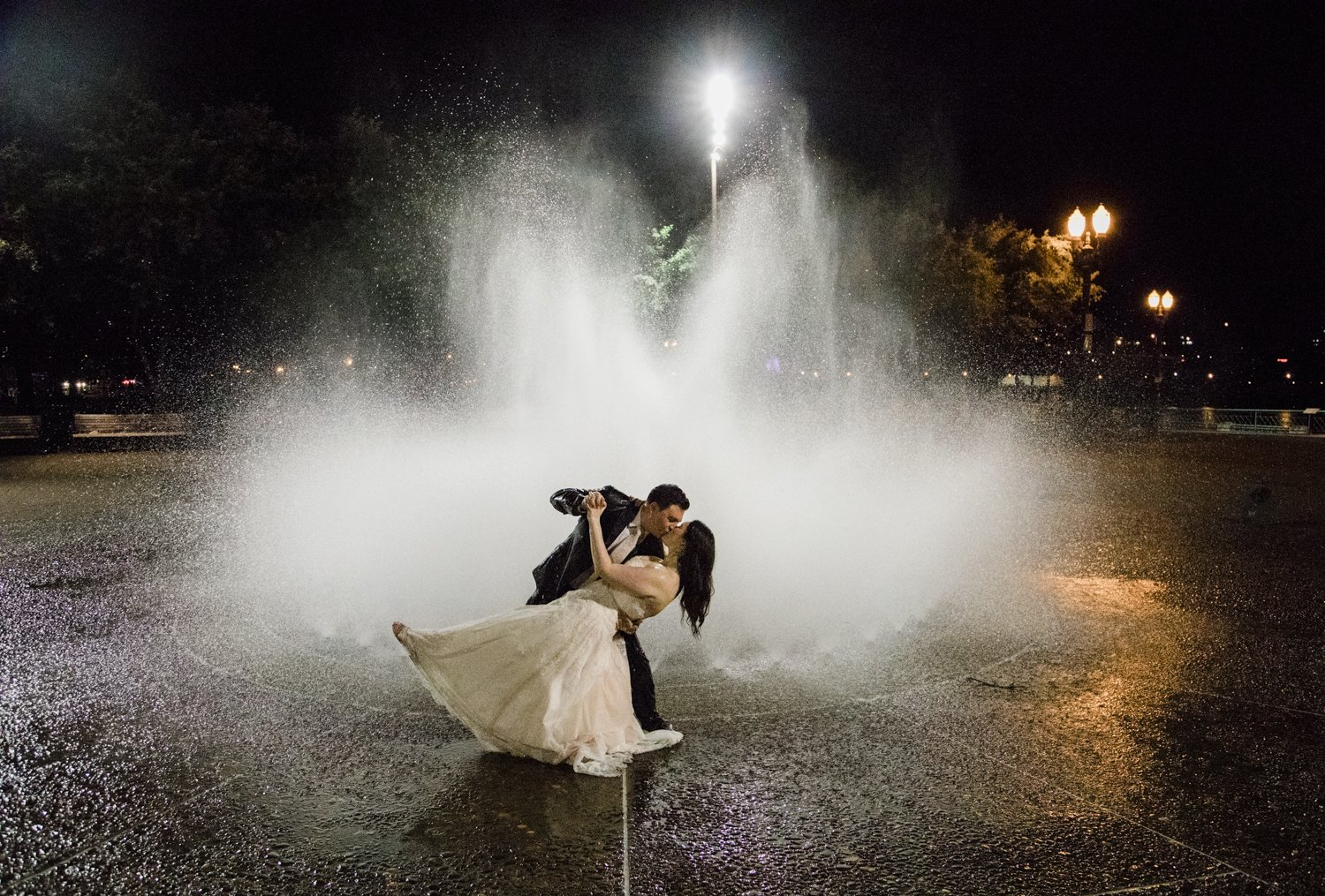 wedding photo salmon street fountain